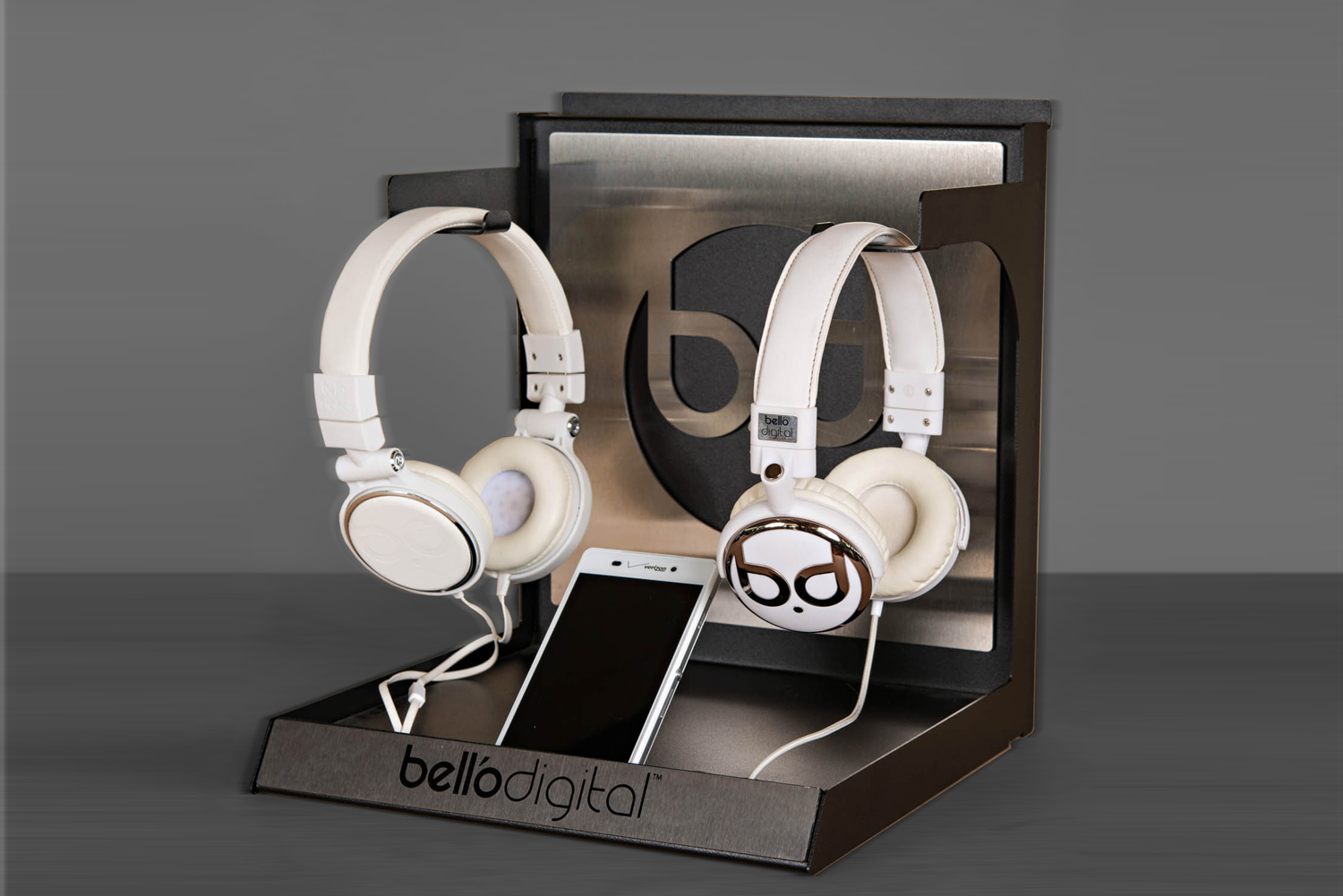 bello-digital-headphone-display-by-metaline
